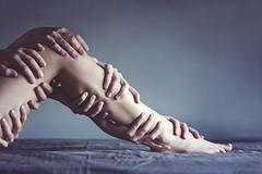 Ni ms ni manos (ngela Burn) Tags: girl nude hands juan skin echo leg manos suave hecho piel pierna