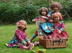 Picknick im Schlossgarten ... (Kindergartenkinder) Tags: dolls schloss annette moyland tivi milina himstedt annemoni kindergartenkinder sanrike