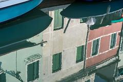 Burano (/Holger Blaskowski) Tags: venedig spiegelung boote farbe burano insel