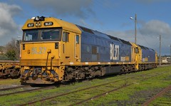 BL27 & G540 (rob3802) Tags: blclass bl27 gclass g540 pacificnational junee nsw locomotive loco outdoors outdoor diesel diesellocomotive dieselelectriclocomotive railway rail railyard train