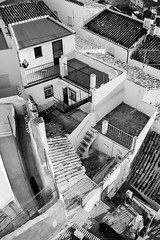 Maraa de casas (Kevin Pacheco) Tags: roof winter white black blanco home rock atardecer town casa am noir afternoon zuhause hiver negro pueblo fliesen terrasse olive escalera patio tiles aceite stadt oil housing late invierno ladder typical midi fin maison toit casas dach tejado olivos blanc schwarz ville pea andalusian huile leiter l andaluzas tejas logement typique chelle carrelage typisch weis nachmittag andalouse tipicas gehuse daprs spten andalusischen