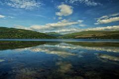 Il cielo tuffato nel Loch Shira (redbanshee) Tags: panorama cloud clouds scotland nuvole view dani nubi scozia troiani redbanshee danitroiani