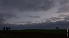 Nuit tombante avec croissant de lune, prs d'Apach (Moselle) (2014-12-25 -04) (Cary Greisch) Tags: france lune fra moselle sengen apach carygreisch