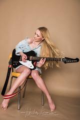 Wouter Keuris Fotografie-10 (wouter.keuris) Tags: sexy rock les paul model photoshoot bass guitars fender gibson hardrock epiphone squier telecaster framus