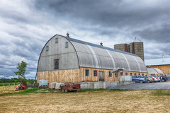 Big Barn (gabi-h) Tags: sky ontario cars barn rural rustic tourists dairybarn princeedwardcounty gabih bigbarn hinterlandwinecompany