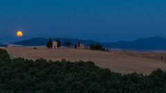 Tuscany Capelletta di Vitaletta and Moon! (florenzi.daniele) Tags: tuscany valdorcia cappella cappelletta di vitaleta moon