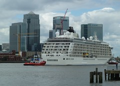World and Wharf (berik) Tags: mstheworld greenwich london cruise riverthames canarywharf isleofdogs