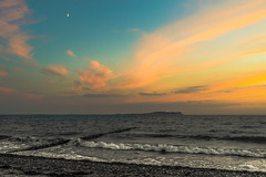 Hiddensee at Dusk (redfurwolf) Tags: hiddensee rgen dranske beach sea water island sky sunset light moon orange nature landscape germany mecklenburgvorpommern europe dusk redfurwolf sonyalpha sel35f14z lighthouse mer