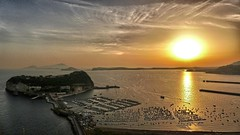 Procida island at sunset (Luna y Valencia) Tags: procida sunset tramonto puestadelsol napoli golfo