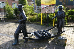 Edam - (larsen & co) Tags: paysbas hollande holland hollandeseptentrionale netherlands edam volendam sculpture fromage cheese