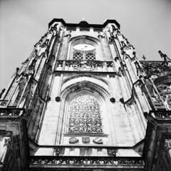 St. Vitus Cathedral (LarsHolte) Tags: mamiya mamiyac330 tlr twinlensreflex twinlens mamiyasekor 80mm f28 6x6 square squareformat film analog rollei 80s rolleiretro80s 80iso mediumformat analogue blackandwhite classicblackwhite bw monochrome filmforever filmphotography compardr09spezial r09spezial rodinalspecial studional larsholte homeprocessing jobo autolab atl1500 praha prague czechrepublic czechia stvituscathedral tower architecture praguecastle rolleiretro 120 bluedot 120film