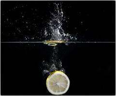 Lemon splash (PLADIR) Tags: schwarzerhintergrund lemon zitrone splash spritzer wasser water highspeed sony slta57 tamron
