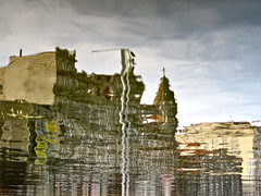 Shake it, Building (andressolo) Tags: d distortions distorted distortion arenal vigo reflected reflect reflejos reflejo ripples river reflections reflection ripple fountain water agua