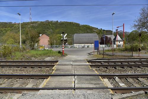 Passage à niveau à la gare de Godinne