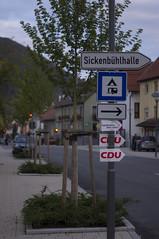 Nach rechts zur CDU (shortscale) Tags: sickenbhlhalle campingplatz gruibingen cdu schild