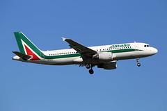 Alitalia Airbus A320-216 EI-DTK (Kambui) Tags: alitalia airbus a320216 eidtk kambui