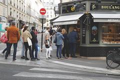 (kajsalovisa) Tags: france paris montmartre boulangerie baguette patisserie line