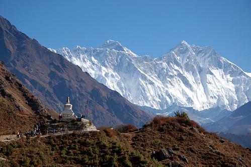 "Everest Base Camp -  widok na Lhotse w drodze do Deboche <a style=""margin-left:10px; font-size:0.8em;"" href=""http://www.flickr.com/photos/125852101@N02/15919351784/"" target=""_blank"">@flickr</a>"