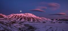 castelluccio (Fr3ddie87) Tags: winter italy mountain snow colors night landscape umbria norcia piana castelluccio sibillini vettore