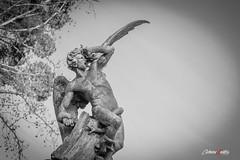 El ángel caído (II) (adrivallekas) Tags: madrid park blackandwhite bw sculpture blancoynegro statue angel canon spain 666 bn devil retiro parquedelretiro angelcaido 70d elangelcaido canon70d