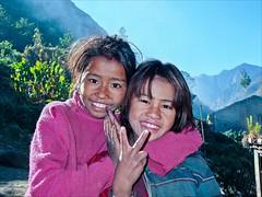 2 Girls (Festus Fluitjes) Tags: nepal girls portrait smile trekking children hope earthquake fuji faces heinrich plum victory himalaya mdchen hoffnung festus erdbeben gesichter manaslu fluitjes