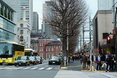 (  / Yorozuna) Tags: people building station japan tokyo jr human crossroad crosswalk tokyostation    marunouchi         jr       chiyodaward  theterminalbuildingonthemarunouchisideoftokyostation pentaxautotakumar55mmf18