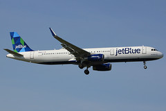 "N965JT | Airbus A321-231/W | jetBlue Airways ""BluesMobile"" (cv880m) Tags: newyork kennedy jfk kjfk n965jt airbus a321 321231 321 winglet sharklet jetblue bluesmobile mobile alabama prism"