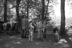 La batre  Misson (J D L R) Tags: white black france blanco 35mm noir sony negro alpha f18 beret bianco blanc nero tracteur misson 58 landes mas batere