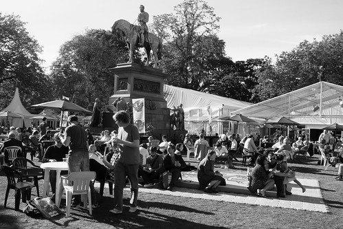 Edinburgh International Book Festival, sunny day 03