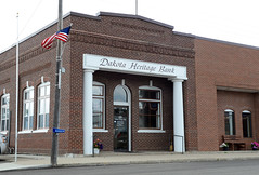 Dakota Heritage Bank, Streeter, North Dakota (Blake Gumprecht) Tags: stutsmancounty northdakota dakotaheritagebank streeter downtown florencestreet businesses stores