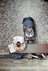 48 Stunden (Florian Thein) Tags: berlin neuklln 48stundenneuklln stadtbad vonoben fromabove vogelschau birdseyeview zeitung newspaper lesen reading kinderwagen stroller film analog 35mm canonf1 dmparadies