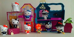 Piny Pon Haunted House (Just a Nobody) Tags: hello monster doll witch vampire ghost cottage kitty haunted frankenstein figure pon playmobil pinypon piny meleficent