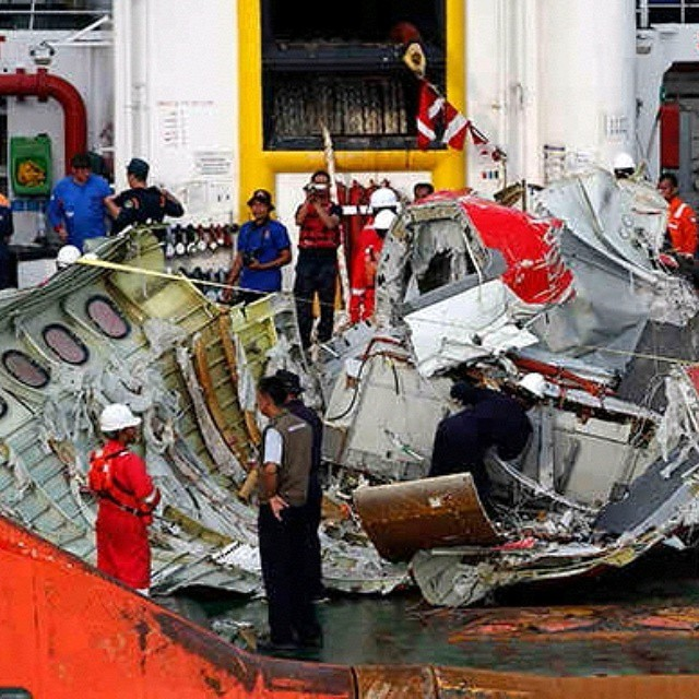 SECOND BLACK BOX LIFTED OFF FROM PLUNGED AIRASIA PLANE #QZ8501 AT JAVA SEABED