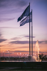 Atardecer en Formosa. (luccalazza) Tags: sunset argentina vintage atardecer prime nikon 85mm naturallight flags formosa fx nofilter d610