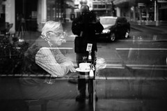 selfie with stranger (gato-gato-gato) Tags: street leica winter bw white black blanco monochrome person schweiz switzerland flickr noir suisse strasse zurich negro streetphotography pedestrian rangefinder human streetphoto monochrom zrich svizzera weiss zuerich morgen blanc manualfocus schwarz februar onthestreets passant samstag mensch sviss zwitserland isvire zurigo streetphotographer fussgnger manualmode zueri strase streetpic vormittag messsucher manuellerfokus gatogatogato fusgnger leicasummiluxm35mmf14 gatogatogatoch wwwgatogatogatoch streettogs mmonochrom leicammonochrom tobiasgaulkech