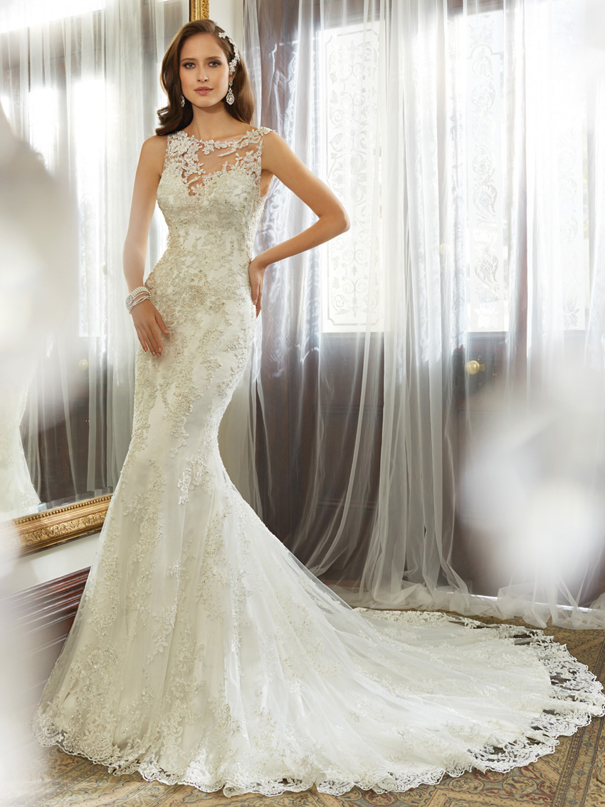Y11557_Designer-Wedding-Dresses-2015.jpg