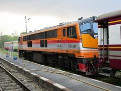 4016 at Kanchanaburi (Barang Shkoot) Tags: bridge river thailand asia diesel loco coco thai ge siam cummins kanchanaburi gek srt lok kwai rsr kwae 4016 shovelnose rotfai