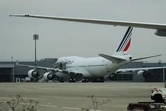 Air France B-747-428 F-GITJ Airport Charles De Gaule 21-11-14a (mugicalin) Tags: b747 b747400 b747428 boeing boeing747 airfrance fgitj airportcharlesdegaulle cdg fujifilm fujifilmfinepix finepix bleublancrouge 2014 aircraft