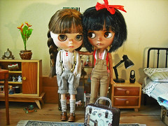 Bambi,if i go to Hamburg,i take you with me in my suitcase! (Nina) Tags: blythe doll custom heathersky diorama display tan toys miniature roombox