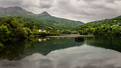 Valdemurio (A. del Campo) Tags: trees summer espaa naturaleza reflection verde green luz nature water clouds landscape spain agua nikon rboles shadows naturallight asturias paisaje nubes reflejo verano nikkor sombras montaas waterscape panormica quirs luznatural valdemurio nikond7000