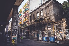 L'indifférence des passants (Tom Piaï Photographie) Tags: city tag ngc bleu greece grèce ville indifference saleté touriste pauvreté athènes