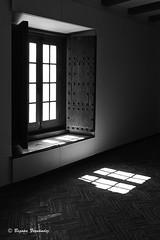 Esperanza! (begonafmd) Tags: luz window ventana luces room bn habitacin sombras bnw esperanza ilusin