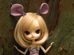 Little Mouse (Malina (LaelP)) Tags: puppe mueca poupe pullip dal groove frara cassie blond blonde fair hair blue eyes chips pink pastel cute beautiful doll cassidy tree forest outdoors ears mouse