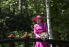 H.M Dronningen i Tambours have (Varde Kommune) Tags: sommertogt varde vardekommune tambourshave have natur besøg royal gæster mennesker borger voksne ældre dronning lyserød kjole margrethe