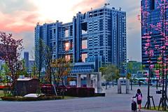 Odaiba Sunset :  (Dakiny) Tags: 2016 spring april japan tokyo koto kotoward aomi odaiba park amusementpark museum city street people palettetown landscape architecture building sunset nikon d7000 afsdxnikkor35mmf18g nikonafsdxnikkor35mmf18g nikonclubit