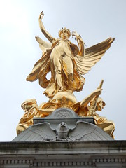 Victory Statue (anastzach) Tags: london buckingham palace victorian age gold victory statue