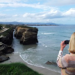 Siempre Flickera - always flickera (nuska2008) Tags: españa naturaleza clouds mar europa flickr paisaje galicia nubes vacaciones playas rocas select tuti fotógrafa playadelascatedrales marcantábrico flickera vittor mareaalta nuska2008 samsunggti9100 nanebotas