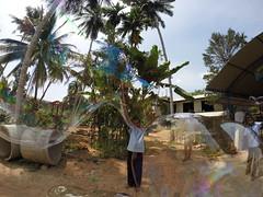 Seifenblasen in Behinderteneinrichtung in Ittapana, Sri Lanka 13