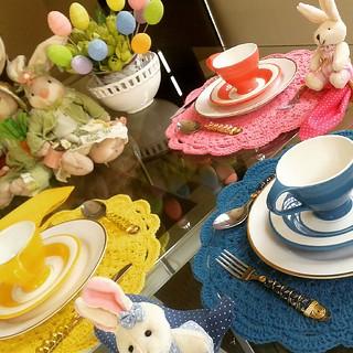 Amo uma mesa cheia de flores, cores e amores!!!