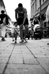 Un giorno imparer a correre (Claudio Taras) Tags: street shadow portrait people bw monocromo nikon bokeh pov depthoffield monochrom claudio biancoenero controluce taras streetshot contrasto 35mm18